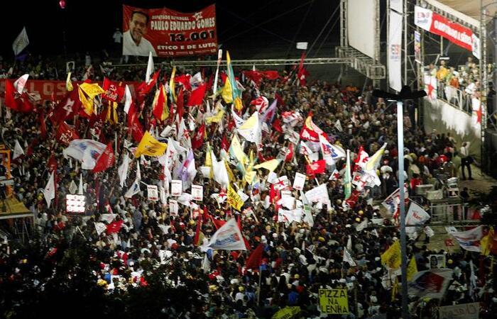 Comício. Rio de Janeiro, 2002.  (SERGIO MORAES/REUTERS - 26.09.2002 )