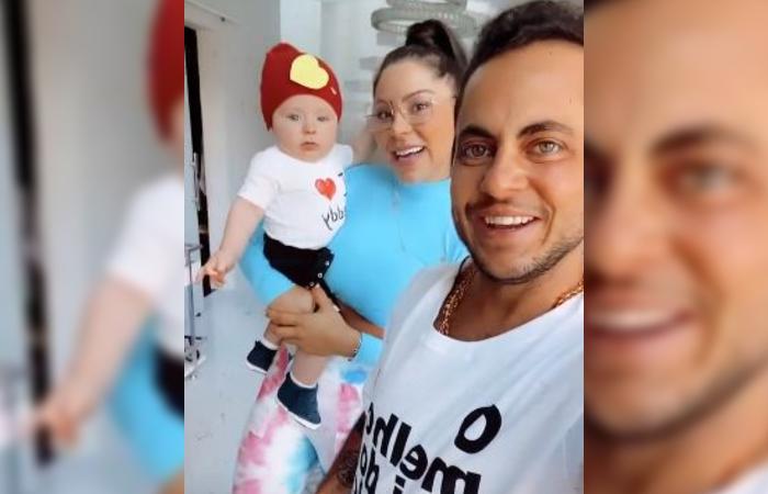 Thammy com a esposa, Andressa, e o filho, Bento, na manhã deste domingo (9). (Foto: Reprodução/Instagram.)
