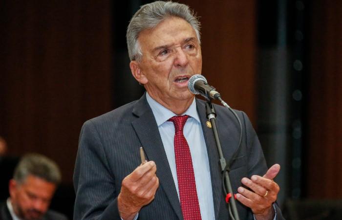 José Queiroz e ex-secretária de saúde de Caruaru são alvos de ação ...