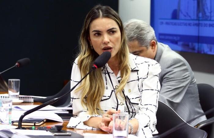 Deputada Paula Belmonte defende tratamento de aplicação de oxigênio e ozônio em pacientes com Covid-19  (Foto: Vinicius Loures/Câmara dos Deputados)