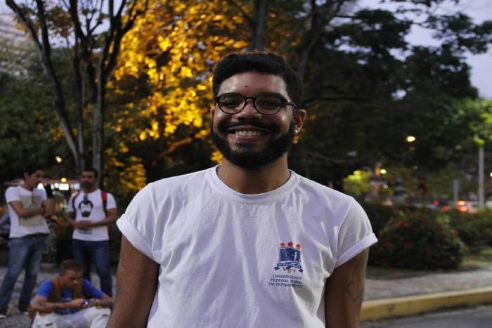 Emanuel Silva, que cursa licenciatura em química na UFRPE, vai fazer semestre suplementar a partir desta segunda. (Foto: Pedro Caldas/Divulgação)