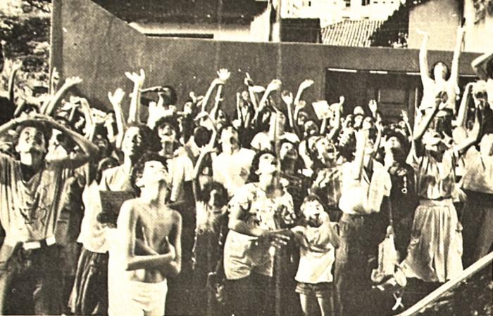 Fãs na frente do Othon Palace Hotel, em Boa Viagem (Foto: Arquivo DP)