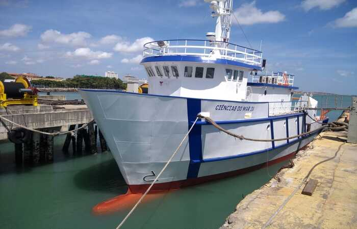 O Laboratório de Ensino Flutuante foi construído pelo estaleiro cearense Inace. A embarcação Ciências do Mar IV já está no mar em fase de teste (Porto do Recife/Divulgação)