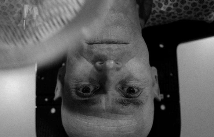 O filme retrata o vigor intelectual e a fragilidade fi%u0301sica que marcou a vida do cineasta. (Foto: Divulgação)