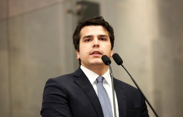 (O deputado estadual Antonio Coelho apresentou o voto nesta quarta-feira em sessão da Alepe. Foto: Divulgação)