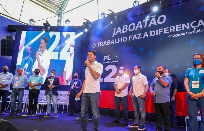 (O encontro contou com a participação de lideranças dos 15 partidos que compõem a coligação que apoia o prefeito. Foto: Divulgação)