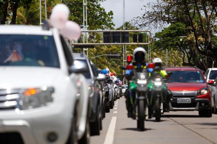 Cerca de 33 veículos participam da carreata. (Foto: Leandro de Santana/Esp. DP.)