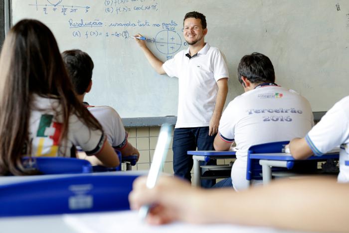 Aulas serão retomadas apenas para o terceiro ano do ensino médio na primeira etapa. (Foto: Igo Bione/Arquivo DP)
