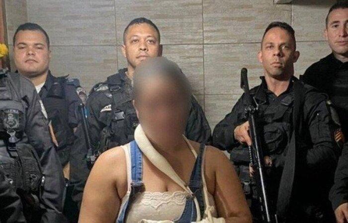 A mulher, ao ser encontrada, apresentava ferimentos por todo o corpo e precisou ser encaminhada ao hospital (Foto: Divulgação/PMERJ)