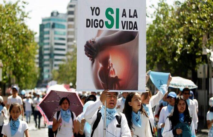 Manifestação contra o aborto em Quito, capital do Equador (Foto: Reprodução/Vatican News)