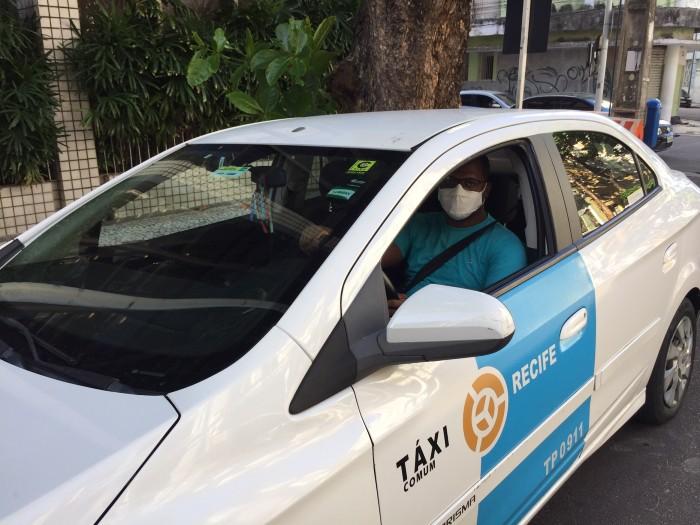 O taxista Tiago Henrique, 28, só trabalhou para dois clientes no período de rígido isolamento social. ((Gabriel Inácio/Esp. DP))