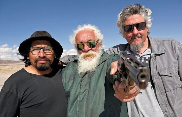 Andrade Júnior (centro), o protagonista, e Camilo Cavalcante (direita), o diretor (Foto: Aurora Cinema/Divulgação)