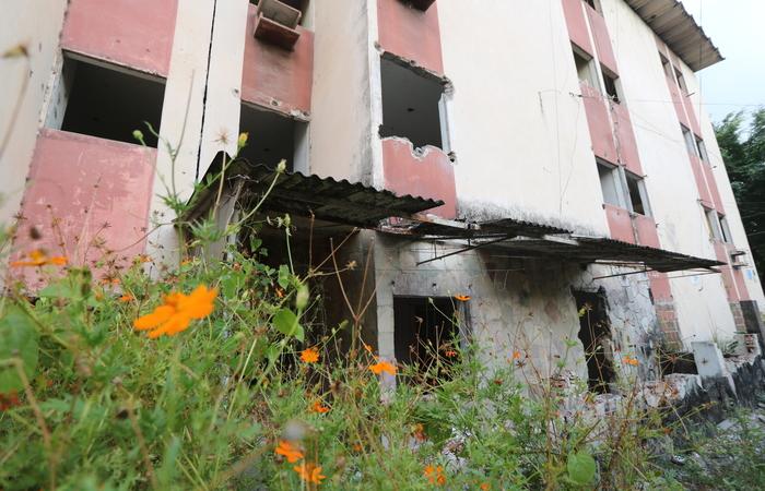 Conjunto situado em Jaboatão teve que ser desocupado por risco de desabamento. Foto: Tarciso Augusto/DP Foto