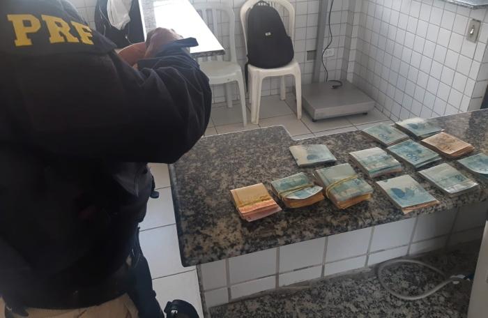 Veículo havia sido roubado em janeiro de 2018 no Recife.  (Foto: Reprodução/PRF.)