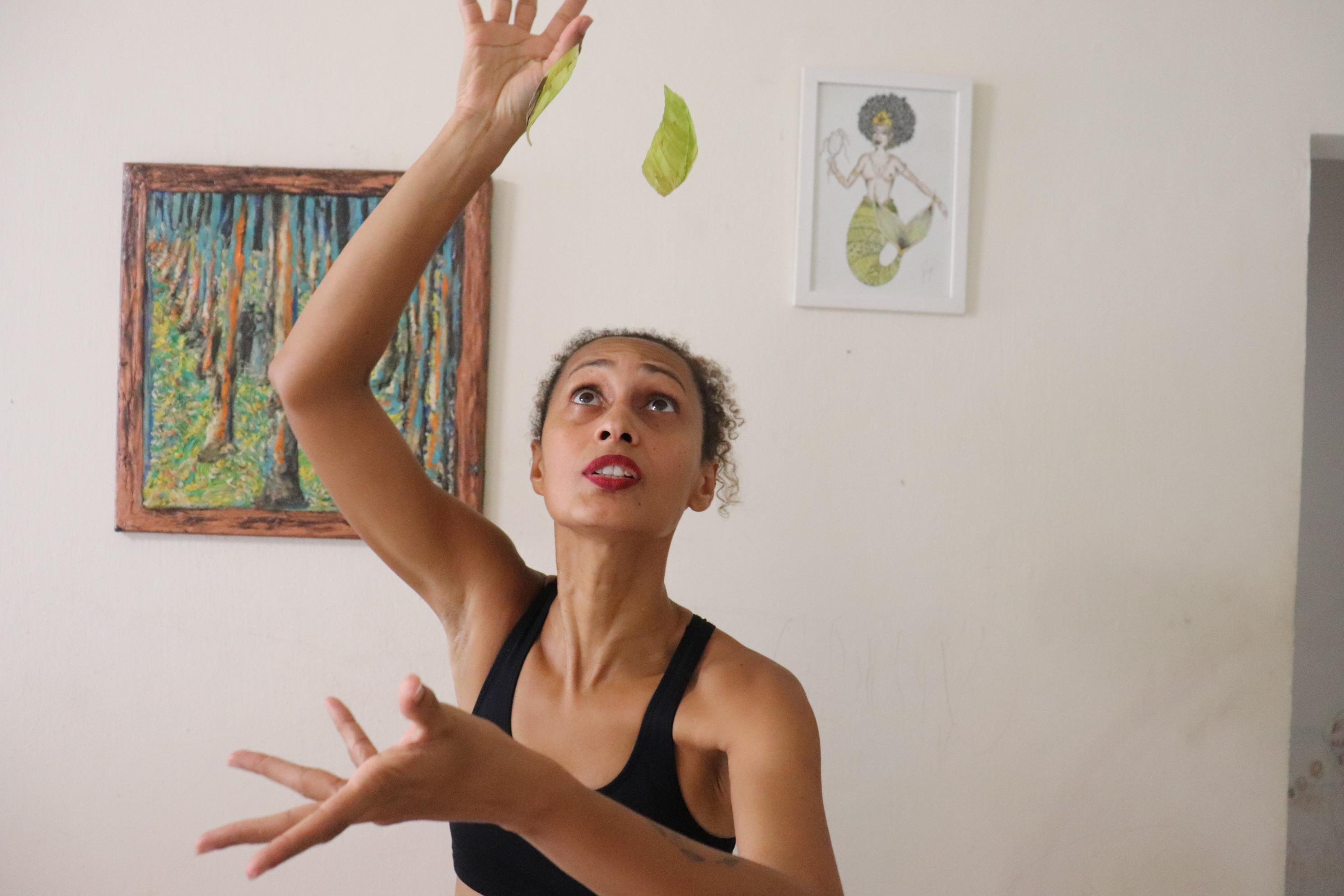 Agrinez Melo oferece o curso Dramaturgia dos Orixás, experiência a partir da relação do texto com o corpo ancestral (Foto: Divulgação)