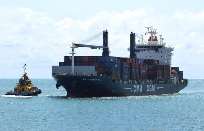O navio, C.C Aristote, tem capacidade de 1.700 TEUs (unidade equivalente a um contêiner de 20 pés). (Foto: Porto de Suape/Divulgação)