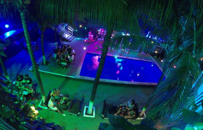 Área da piscina do Clube Metrópole (Foto: Alex Bloon/Divulgação)