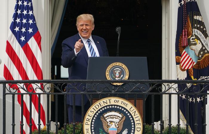 """Trump disse estar """"imune"""" um dia depois que seu médico, Sean Conley, emitiu uma breve mensagem na qual indicava que não havia mais o risco de o presidente transmitir o vírus. Foto: Mandel Ngan/AFP (Foto: Mandel Ngan/AFP)"""