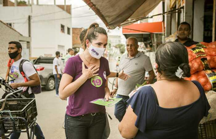 Patrícia distribuiu panfletos e conversou com moradores e comerciantes da área. Foto: Tiago Calazans/Divulgação (Foto: Tiago Calazans/Divulgação)