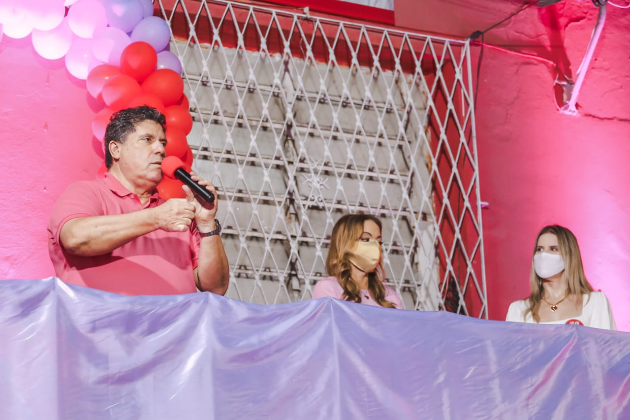 Lula Cabral (PSB) ao lado da Vice, Edna Gomes, e da Deputada Fabíola Cabral.  (Divulgação)