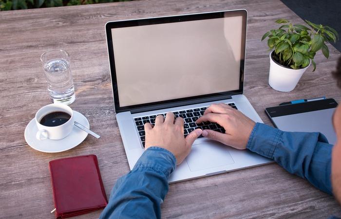 No curso, os inscritos vão receber treinamentos técnicos sobre linguagem dos programas, entre outros. (Foto: Pìxabay/Reprodução)