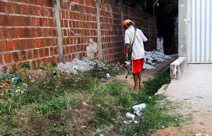 Denúncia de esgoto a céu aberto, falta de acessibilidade, segurança e saúde, no bairro 4 de outubro, Olinda. (Foto: Sandy James / Esp. DP FOTO)
