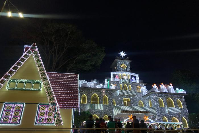 Decoração será mantida, mas não haverá apresentações na cidade. (Foto: Anamaria Nascimento/DP)
