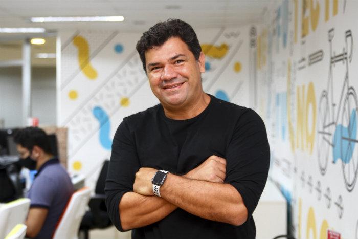 """""""Plataforma tem mais de 800 mil pessoas cadastradas e meta é ultrapassar 1 milhão até o final deste ano"""", explica o diretor de inovação da MV, Emerson Zarour (Foto: Bruna Costa/Esp DP)"""