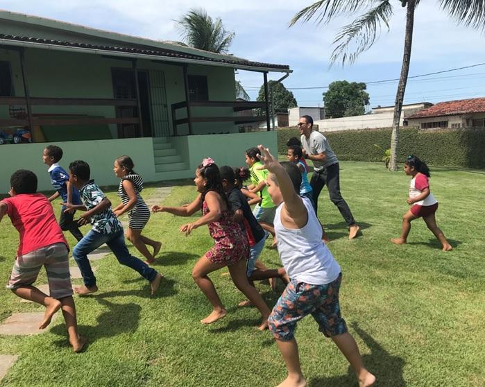 iniciativa atende 297 crianças e adolescentes, de 6 anos a 17 anos e 11 meses. Foto: Abrinq/Divulgação