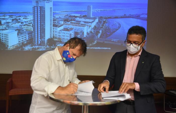 Gestores assinaram acordo entre as duas instituições nesta sexta-feira. (Foto: Beto Oliveira/Porto Digital/Divulgação)