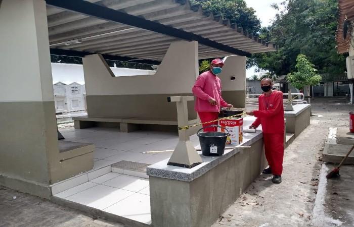 Reeducandos no Cemitério de Santo Amaro (Foto: Divulgação)