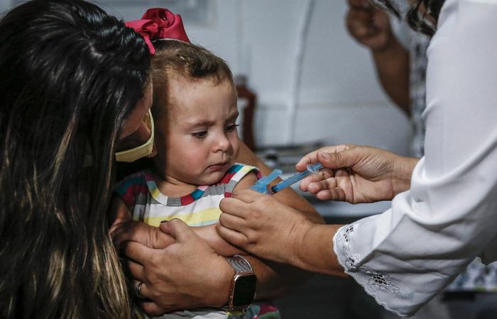 Luiza Hublet, de 1 ano e 5 meses, teve seu cartão de vacinas atualizado.  (Foto: Paulo Paiva / DP FOTO)