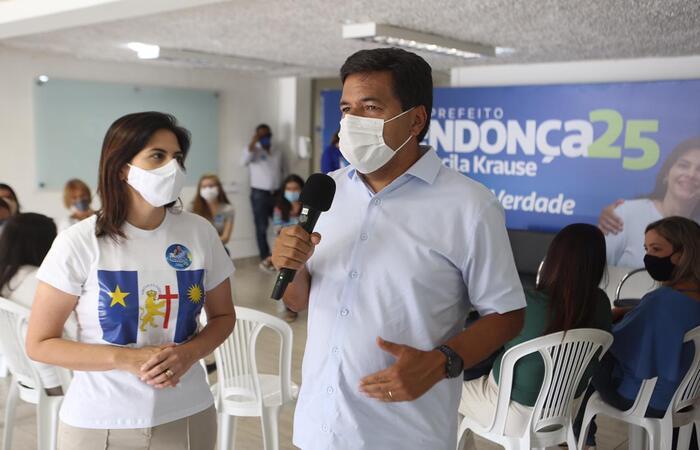 Mendonça se comprometeu a garantir um atendimento médico humanizado às mulheres do Recife. (Foto: Guga Matos/Divulgação)