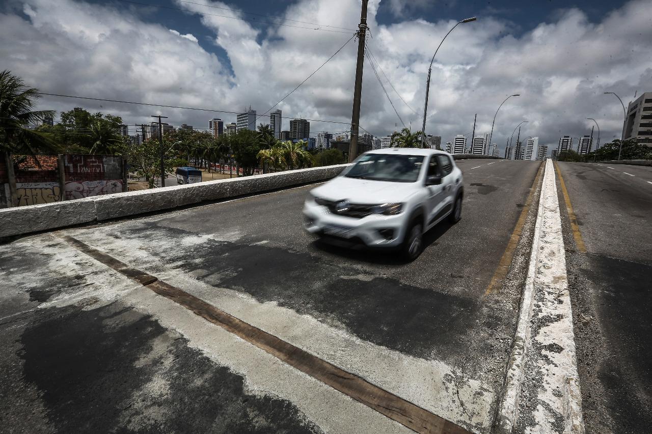Obras no Viaduto da Avenida Norte (Paulo Paiva / DP)