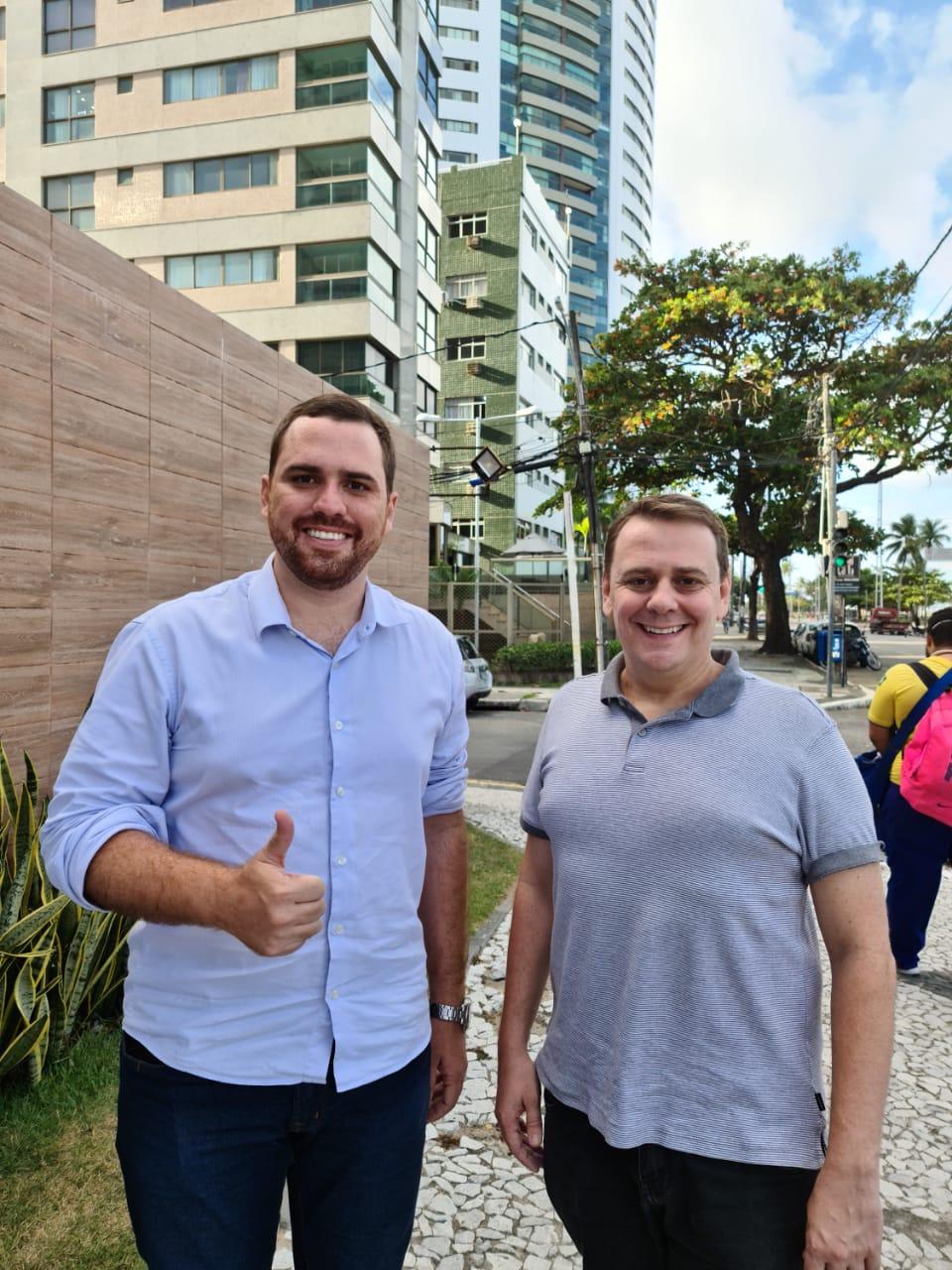 Tecio Teles ao lado do candidato a Prefeito, Charbel (Foto: Divulgação)
