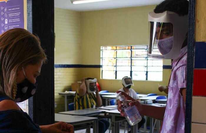 Danilo Vinícius foi convocado para ser mesário enquanto ia votar. (Foto: Sandy James / Esp. DP FOTO)