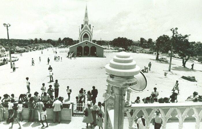 Pátio da igreja do Morro nos anos 70. (Foto: Arquivo DP)