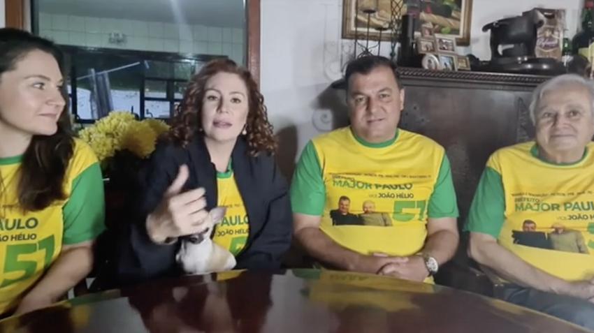 (Carla Zambelli fez live com a cunhada, o irmão e o pai, pedindo votos em Mairiporã. Foto: Reprodução/ Facebook)