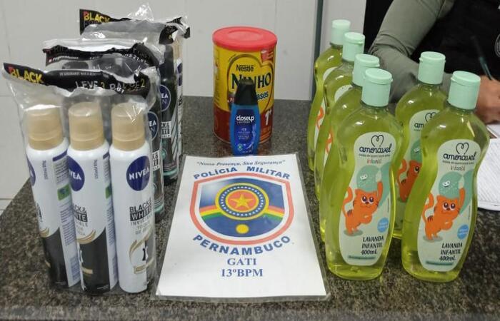 Produtos que o homem tentava furtar da farmácia. (Foto: PM/ Divulgação)