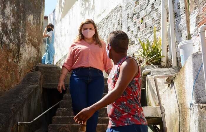 Candidata foi apresentar o Programa Revitalizar aos moradores do Alto Santo Isabel. (Foto: Ph Reinaux)