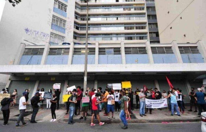A unidade Belo Horizonte fechou as portas depois de manifestações contra a rede (Foto: Gladyston Rodrigues/EM)