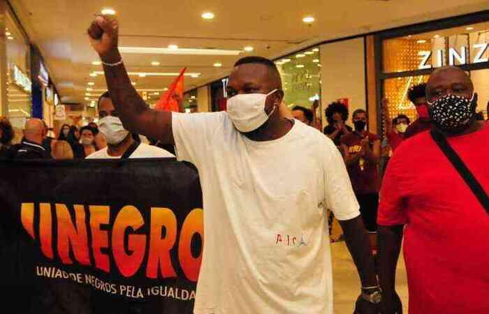 O rapper participou de ato contra assassinato de homem negro nas dependências do Carrefour em Porto Alegre (Foto: Gladyston Rodrigues/EM)