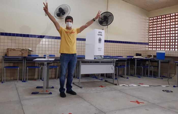 Com 56,27% dos votos, João teve 447.913 votos, quase 100 mil a mais do que os 348.126 de Marília Arraes (PT) (Foto: Thayse Lira/Esp.DP)