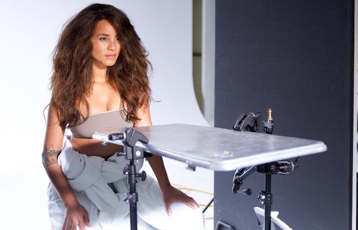 Domitila Barros durante ensaio de campanha de moda (Foto: Divulgação)