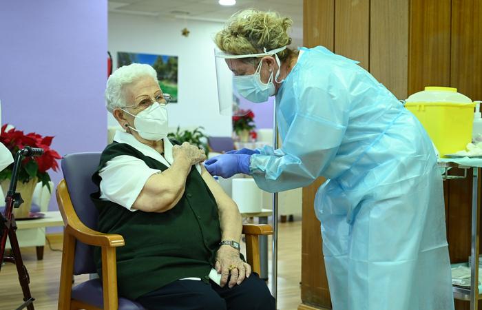 As autoridades espanholas esperam vacinar até junho de 2021 entre 15 e 20 milhões de pessoas (Foto: Borja Puig de la BELLACASA / LA MONCLOA / AFP  )