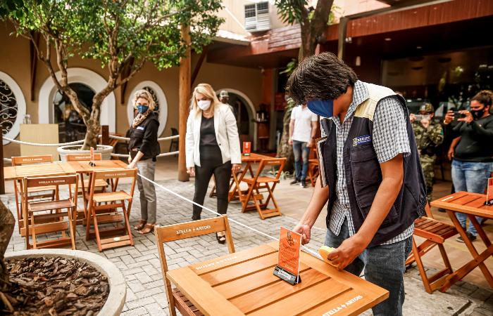 (Segmento de restaurantes foi um dos que tiveram forte redução no movimento / Foto: Andréa Rêgo Barros/PCR)