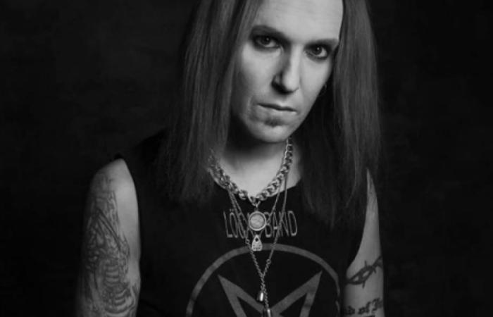 Causa da morte não foi informada. o cantor morreu em casa, na Finlândia  (Foto: Reprodução/Instagram )