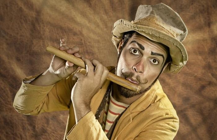 O espetáculo O Matuto, de Rapha Santacruz, é um dos representantes da arte circense no JGE (Foto: Max Levay/Divulgação)