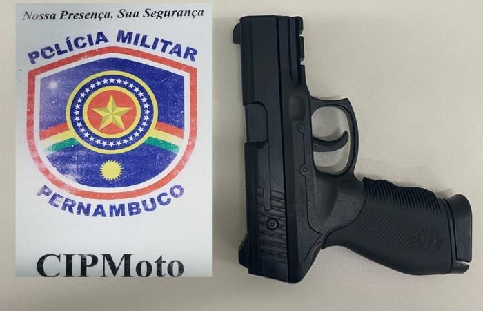 Arma apreendida na ação policial. (Foto: PM/ Divulgação)