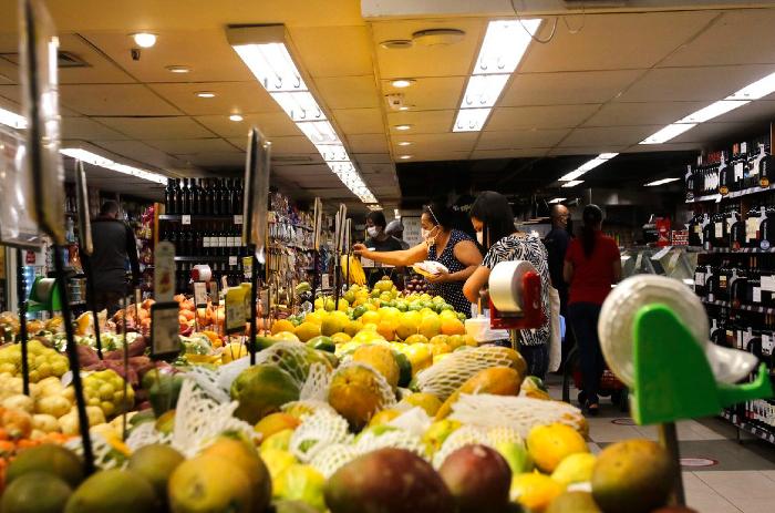 A área de alimentos e bebidas deixou de ter a maior inflação entre os grupos pesquisados. (Foto: Tânia Rêgo/Agência Brasil )